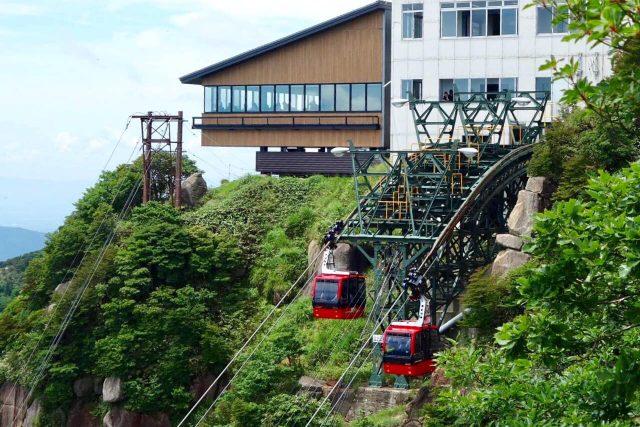山上公園駅と展望レストラン