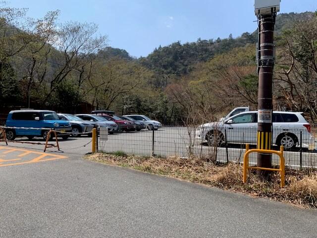 温泉街からアクセスする割谷駐車場