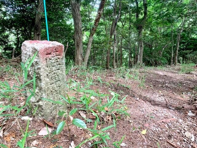 陸軍の石の標識