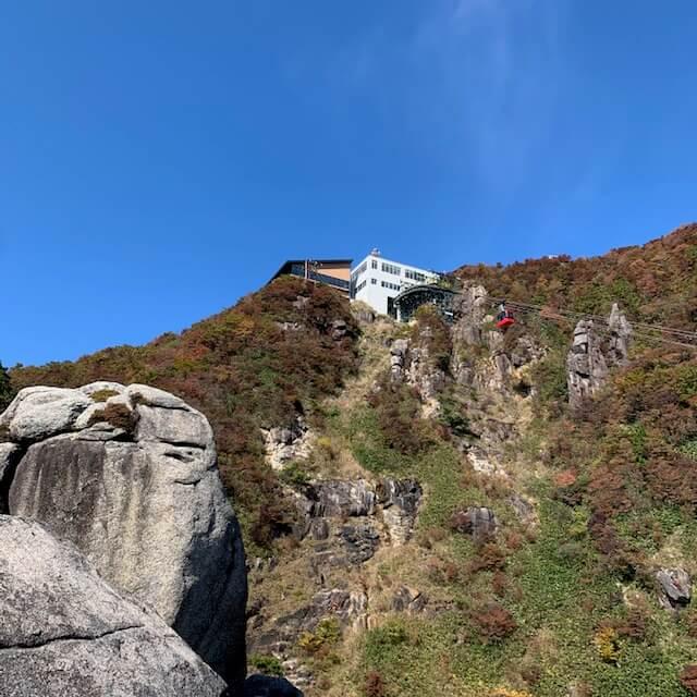 大黒岩から見た山上公園駅