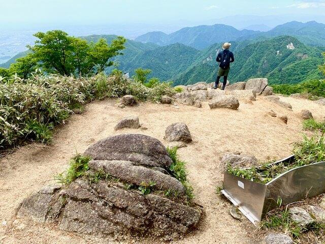 鎌ヶ岳の山頂南側