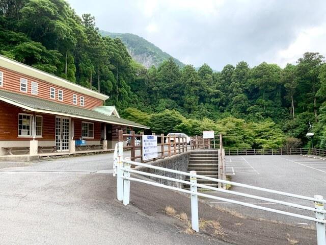 藤原岳無料休憩所駐車場