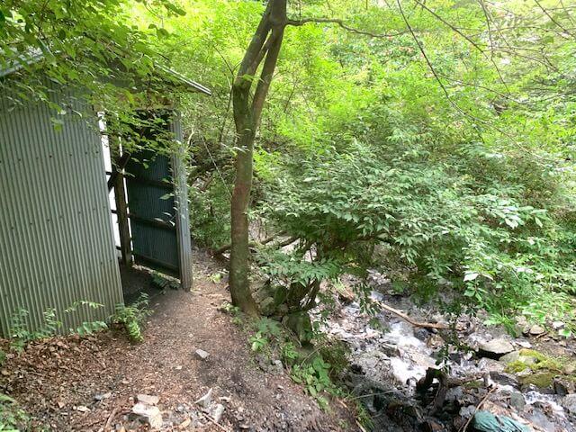 井戸谷ルートの避難小屋