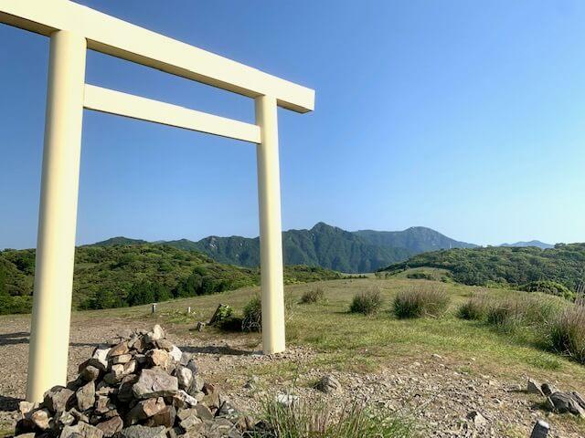 入道ヶ岳の大鳥居